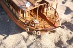 Απίστευτες  λεπτομέρειες στην πρύμνη του πλοίου με γάσες, πλεκτά κυκλικά σωσίβια  κ.λπ.